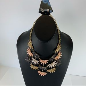Jewelry - 5/$25 Gold Chunky Flower Necklace Set